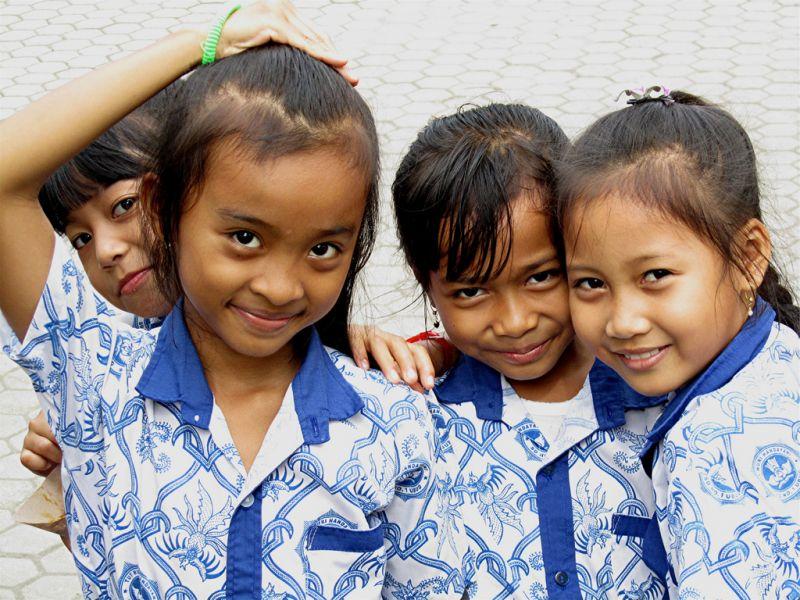schoolgirls_indonesia
